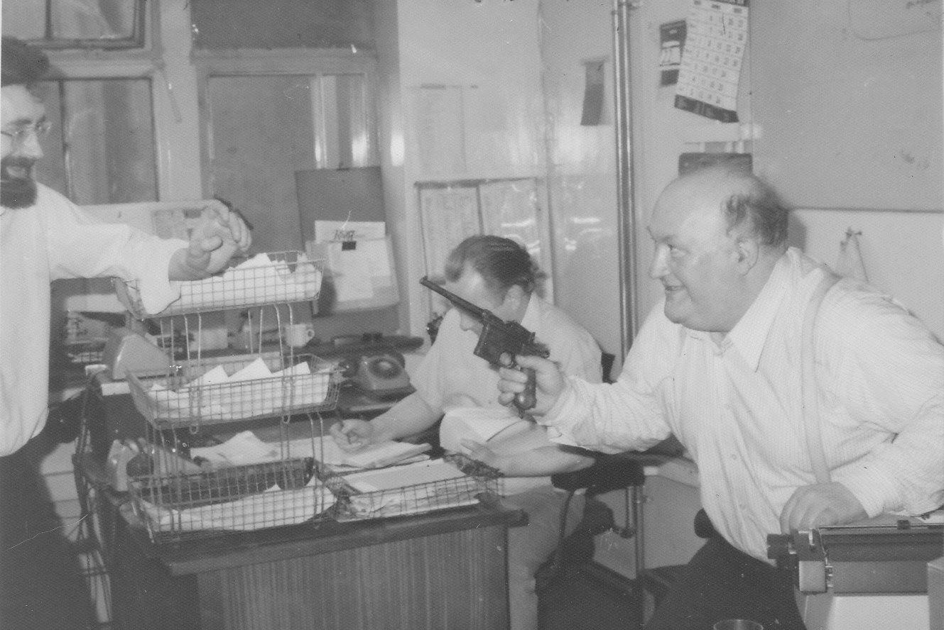 Ο Άλμπερτ Μέλτσερ στα γραφεία της Daily Telegraph